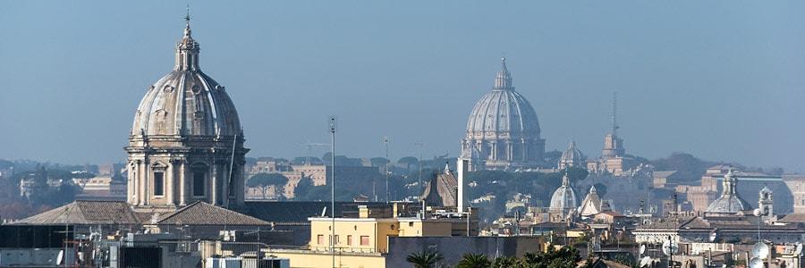 Rom, Italien: Blick auf die Kuppel des Petersdoms